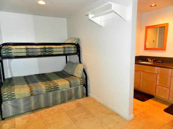 11Half Bedroom